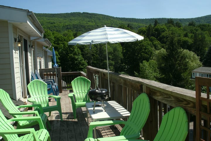 IN-TOWN 2-story condo sleeps 6, Deck Ski Mtn view