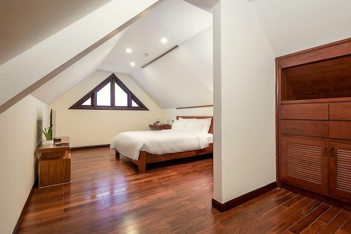 Bedroom 3 upstairs - bathroom
