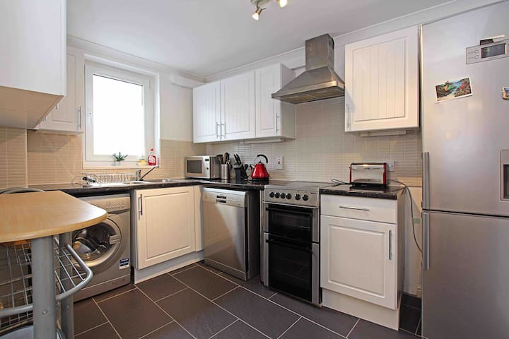 1 bed flat next to Leith Shore