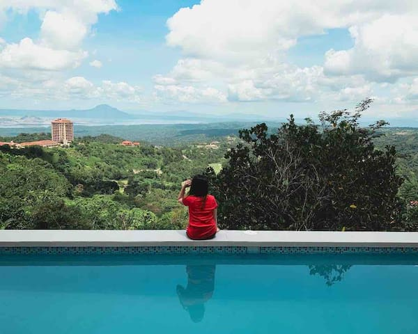 Budget R4 (180º Taal & mountain view+Heated Pool)