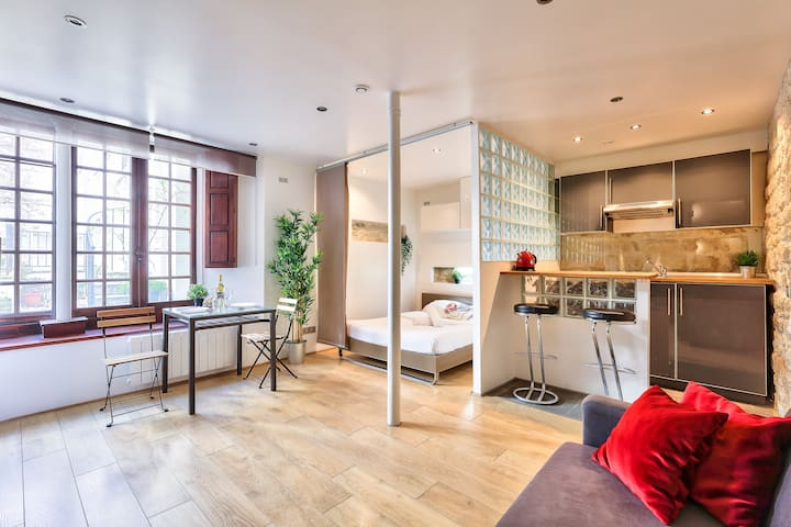 Tickets To Paris: Flat For 4 In Chinatown
