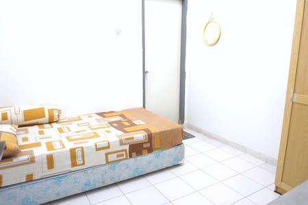Seteran Tengah Kost - Semarang - Haus