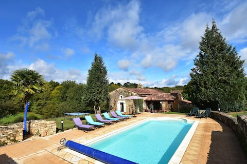 Beautiful house with swimming pool and yurt near Villefranche-du-Périgord (7 km)