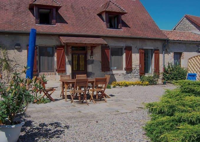 La petite maison, gîte indépendant à la campagne