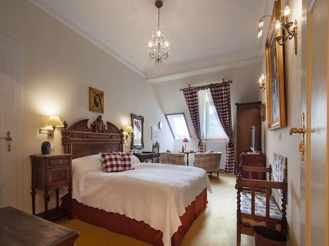 """Hotel """"Belle Epoque"""", (Baden-Baden), Einzelzimmer mit Dusche und WC"""