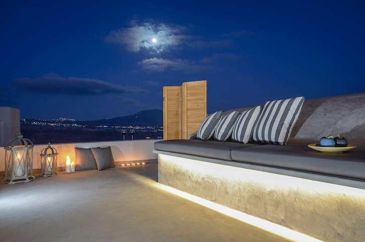 Nissos House in Santorini