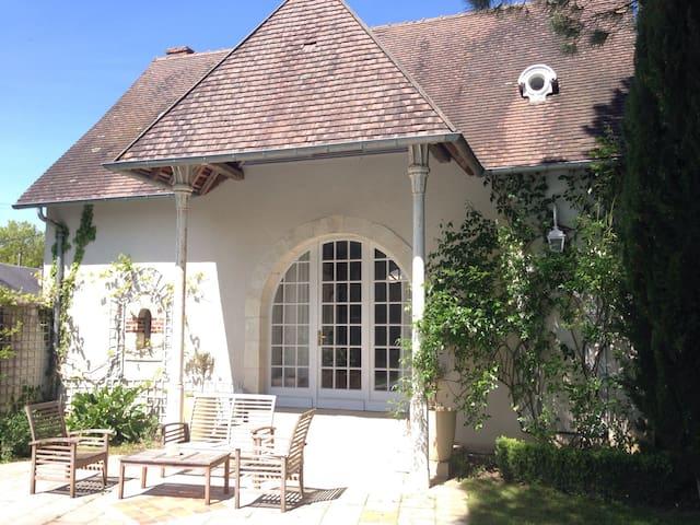 Charmante petite maison de campagne - Saint-Palais - Hus