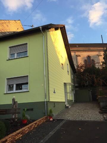 Ferienhaus/Ferienwohnung Schöndorf im Saarland. Tholey, Theley, Bostalsee, St.Wendel, Nohfelden, Neunkirchen,Saarlouis, Saarbrücken usw.