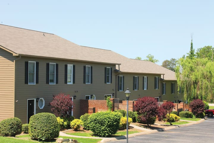 Furnished 2 bedroom Townhome-Northwest Knoxville
