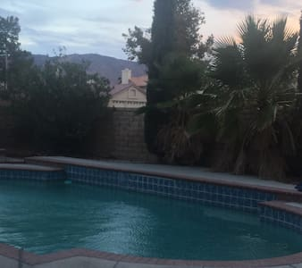 A little Get away - Palmdale - House