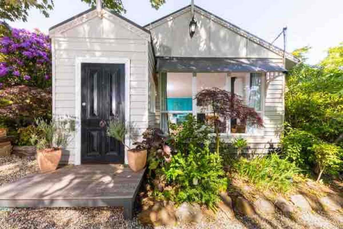 A fully renovated, open plan cottage in a perfect mountain location near all the delights of Mt Macedon