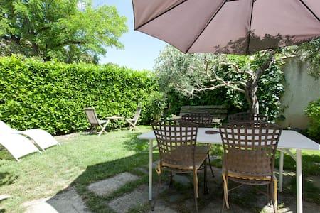 Jolie petite maison provençale - Mouriès