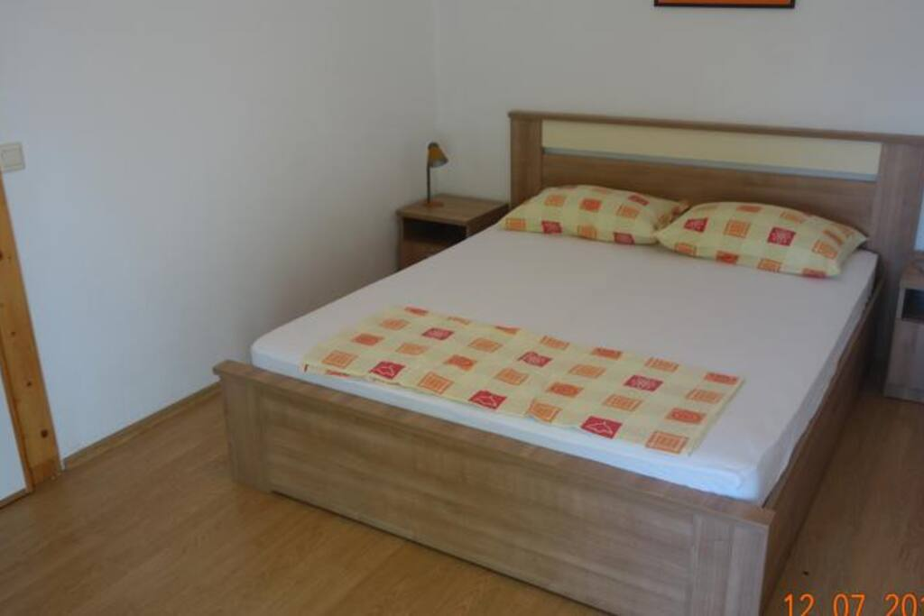 south room (double bed 12m2)