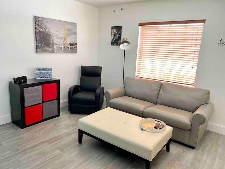 ❤️HOME SWEET HOME❤️Sleeps 8 Near Malls/Airport/Hwy💫