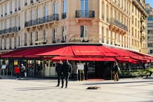 Fouquet's famous Parisian restaurant , 30 meters away from property