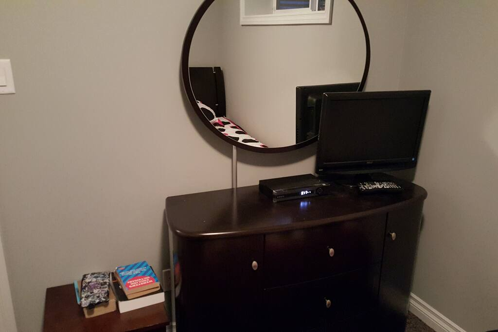 Dresser,  Cable TV.