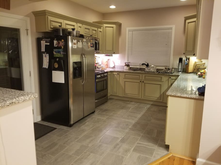 Large kitchen, great for cooking