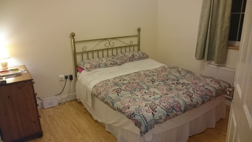 Lovely double bedroom in Portloaise town - Portlaoise