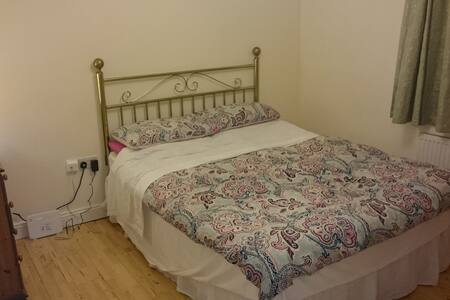 Lovely double bedroom in Portloaise town - Portlaoise - Haus