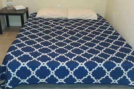 Qn Air Matress  pvt 1/2 bath near attractions shop