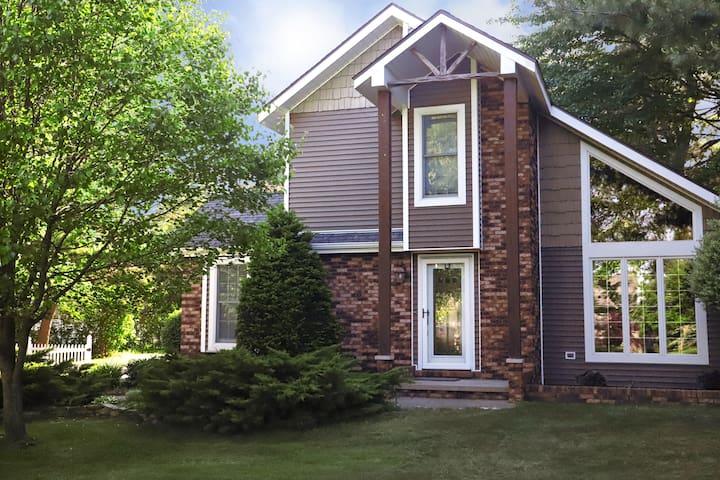 Beautiful Lexington Cottage at Lake Huron