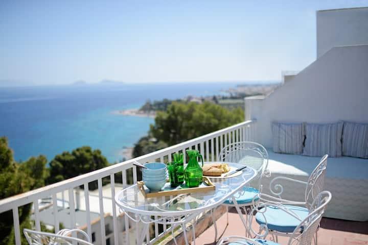 Stunning Sea View Maisonette