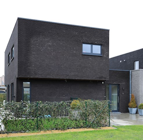 Modern house on a quiet and calm location - Waarschoot - Casa