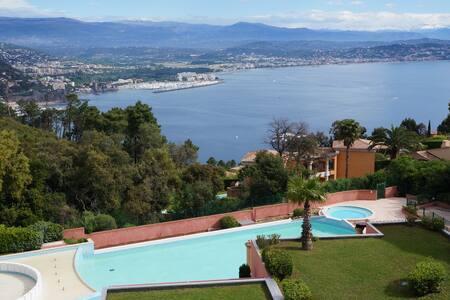 Vue panoramique sur la mer et la baie de Cannes - Théoule-sur-Mer - Apartamento