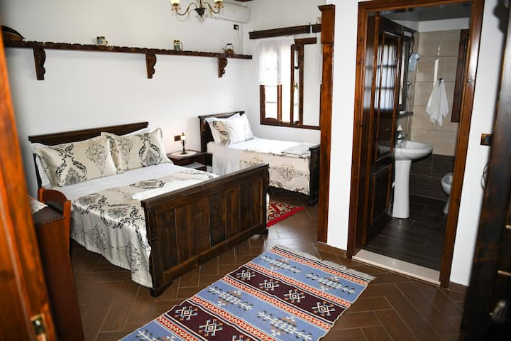 Deluxe Triple Room 5- Hotel Kaceli