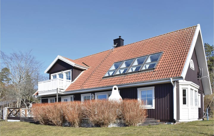 Nice home in Visby with Sauna, WiFi and 5 Bedrooms