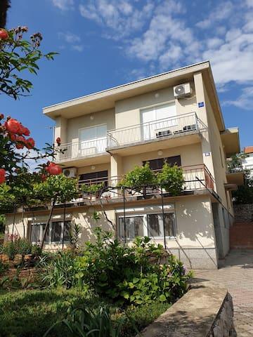 Apartman Mariposa ***