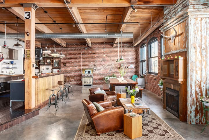 Historic 3 BR loft in Downtown STL