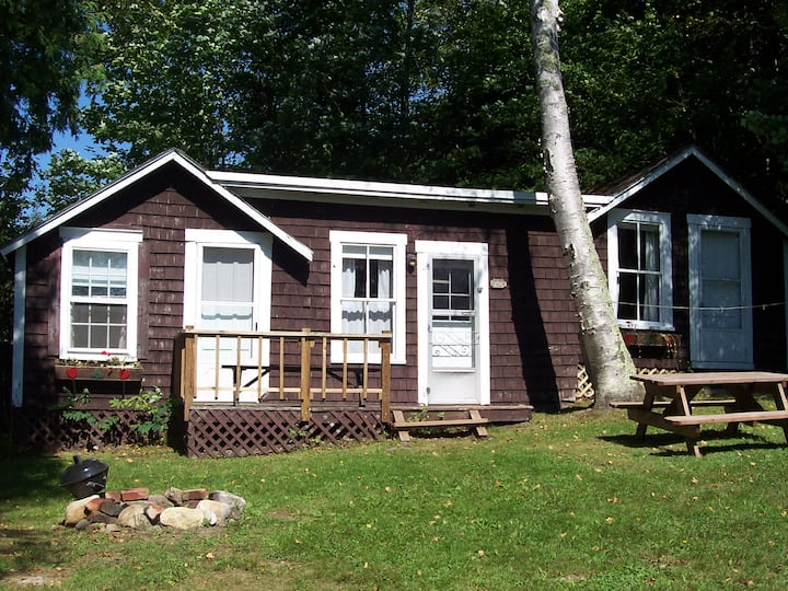 THE WHITE BIRCH LODGE ~ TWIN COTTAGE