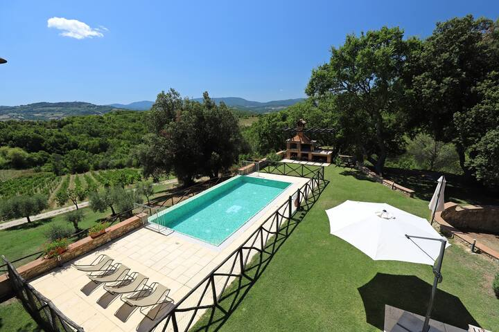 Breathtaking views over the rolling Tuscan hills