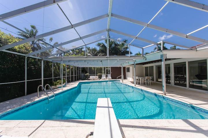 Amazing Villa WALK 5 minutes to Hollywood Beach