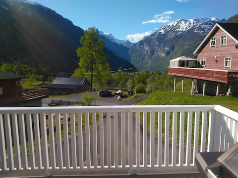 Modern two bedroom apartment in Geiranger