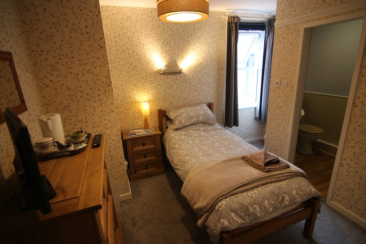 Comfortable Single in a Seafront Victorian B&B