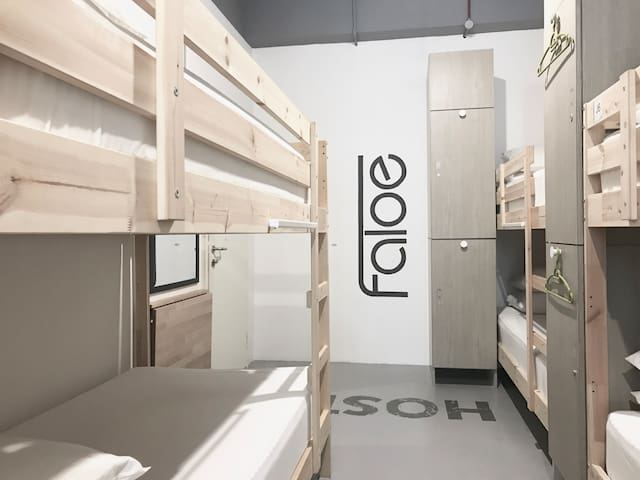 Faloe Hostel 10 Bed Female Dorm