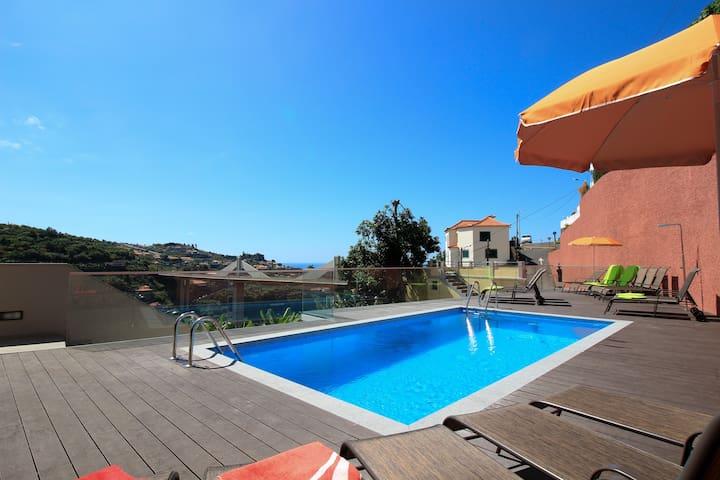 Villas Quinta da Lapa 2. Flat B. Heated pool. WiFi