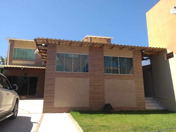 Casa duplex Iriri 6 quartos com 4 vagas de garagem