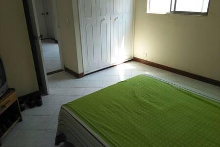 Habitación grade con baño privado - Medellín - Apartment