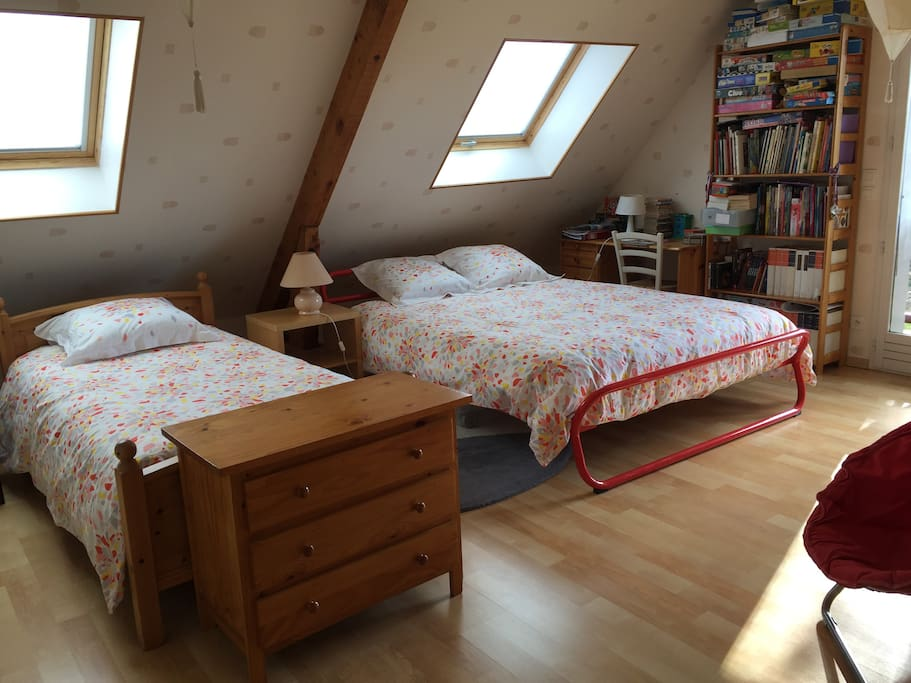 Chambre double ou triple au coeur de la chartreuse bed for Chambre de commerce st etienne