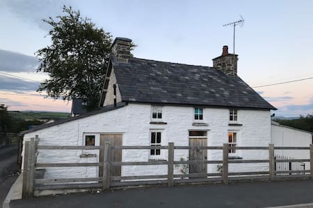 Gorgeous  Welsh country grade II listed cottage