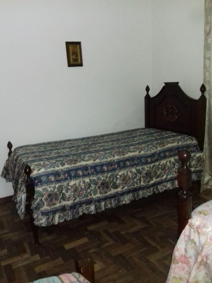 quarto c/ duas camas