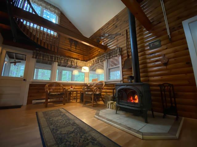 Cozy Cabin Retreat just off Lake Ossipee