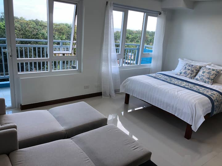 Comfy Resort by the Bay , Amisa Private Residences