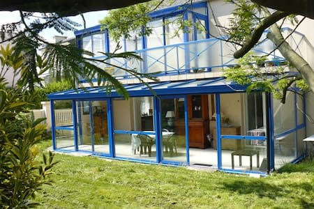 T3 en RDC sur 200 m2 de jardin à 500 m des plages