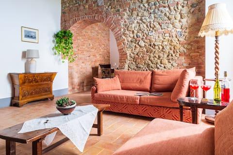 Authentic Italian Apartment in Historic Farmhouse