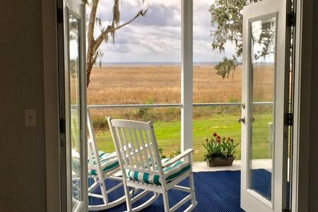 Coastal Charm B&B with gorgeous views