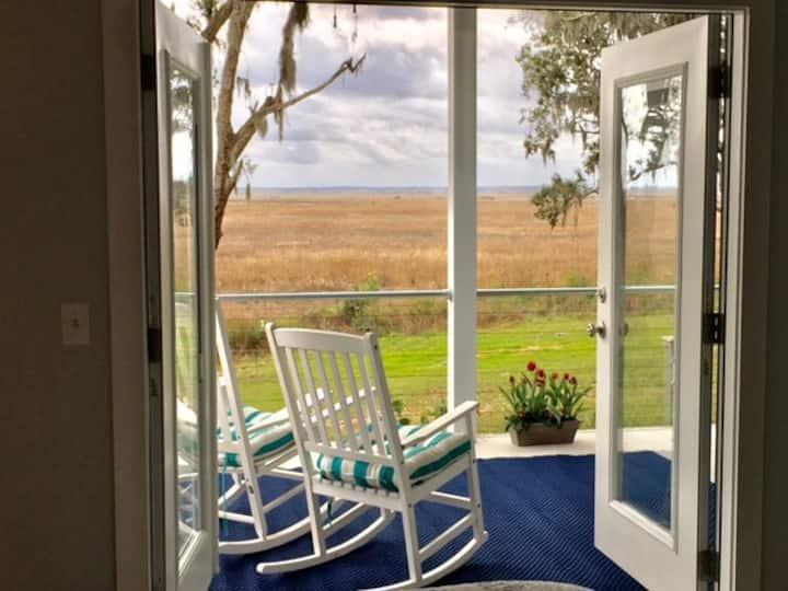 Coastal Charm B&B with gorgeous views - Darien Waterfront Inn